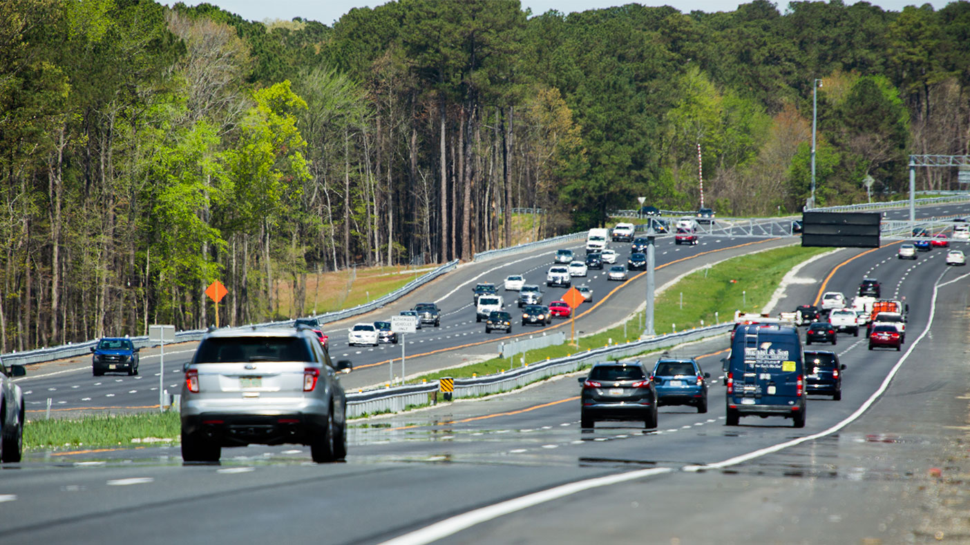 We strengthened the outside shoulders between the Fort Eustis Boulevard Interchange and the eastern project limit to allow operation of a future fourth thru-lane in each direction.